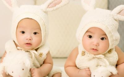 Vouloir des jumeaux: une fausse bonne idée?